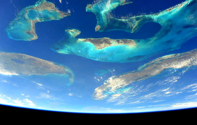 File:'Most beautiful from space' the Bahamas by Scott Kelly Apr 26, 2015.png