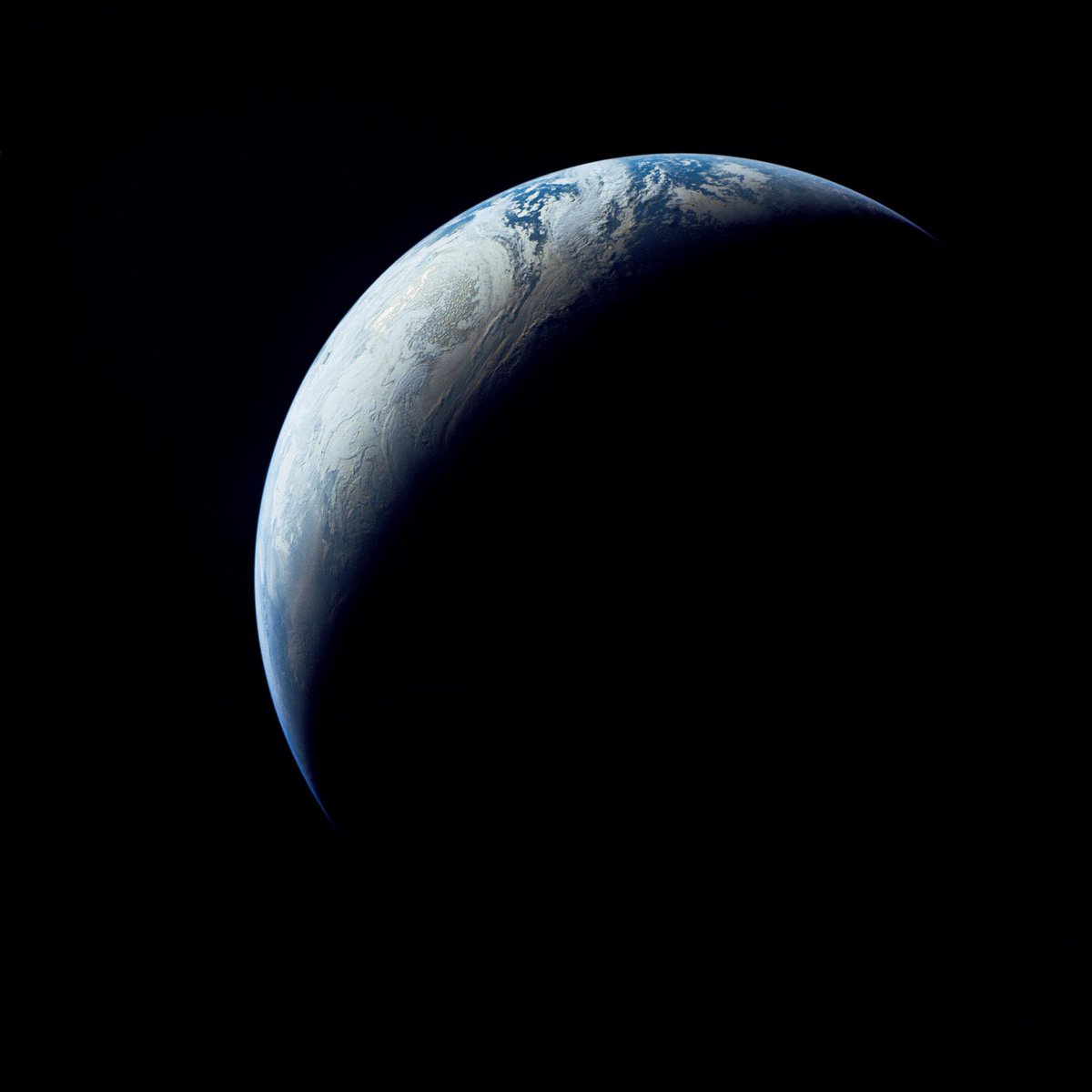 Apollo 4 view of Earth.jpg