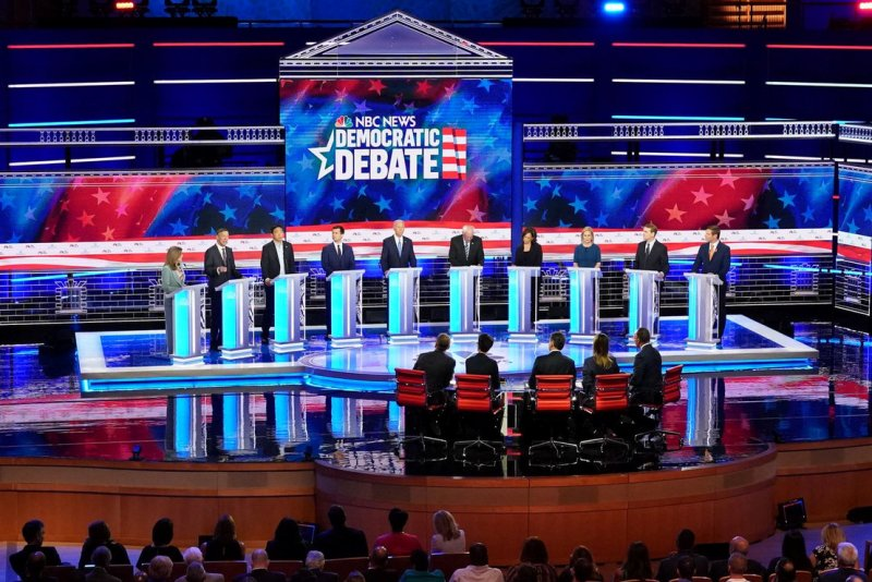Democratic Party pres candidates debate in Miami-June 2019.jpg