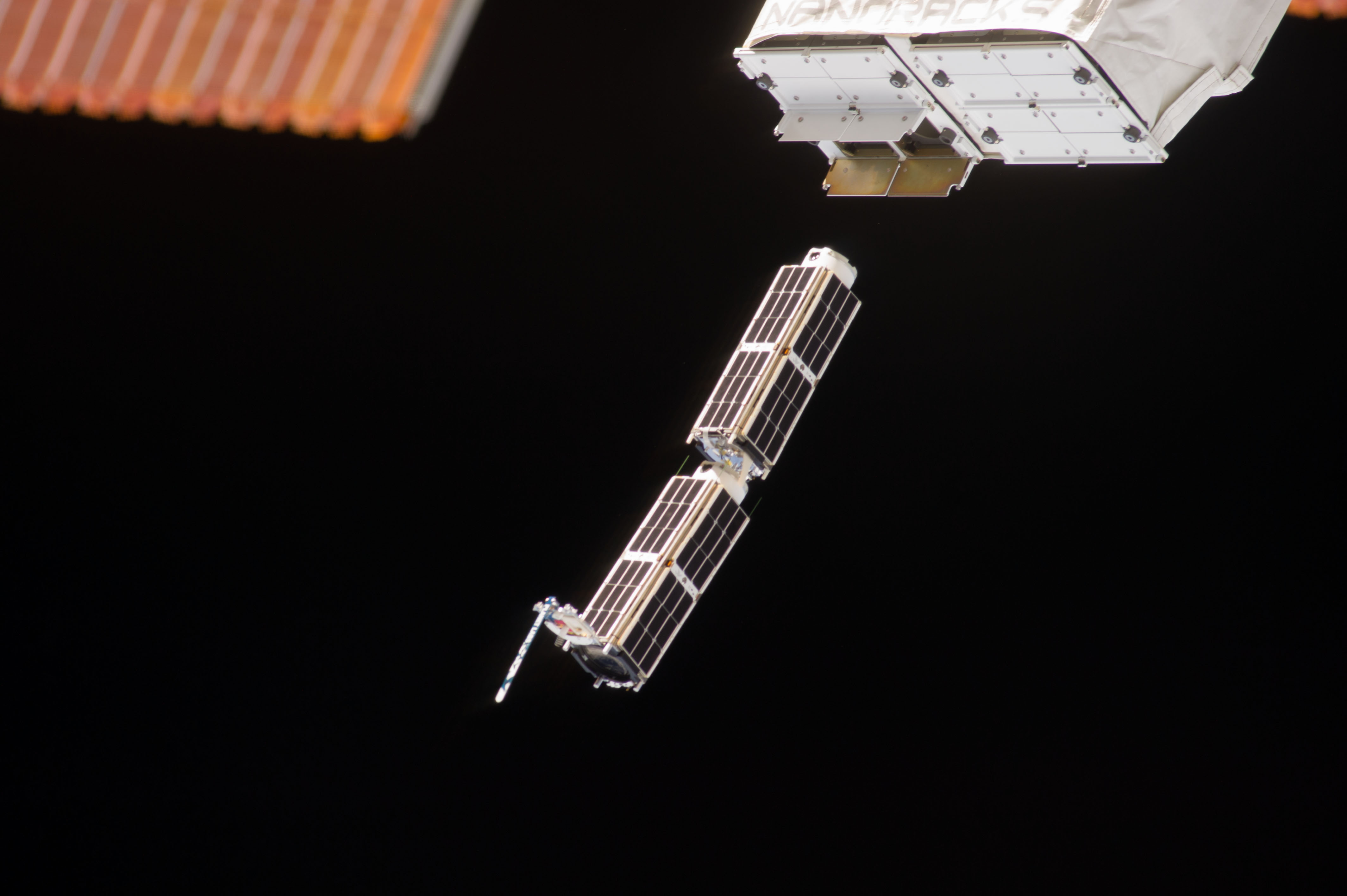 Doves close-up-of-cubesats-leaving-nanoracks-deployer-2014-02-11.jpg