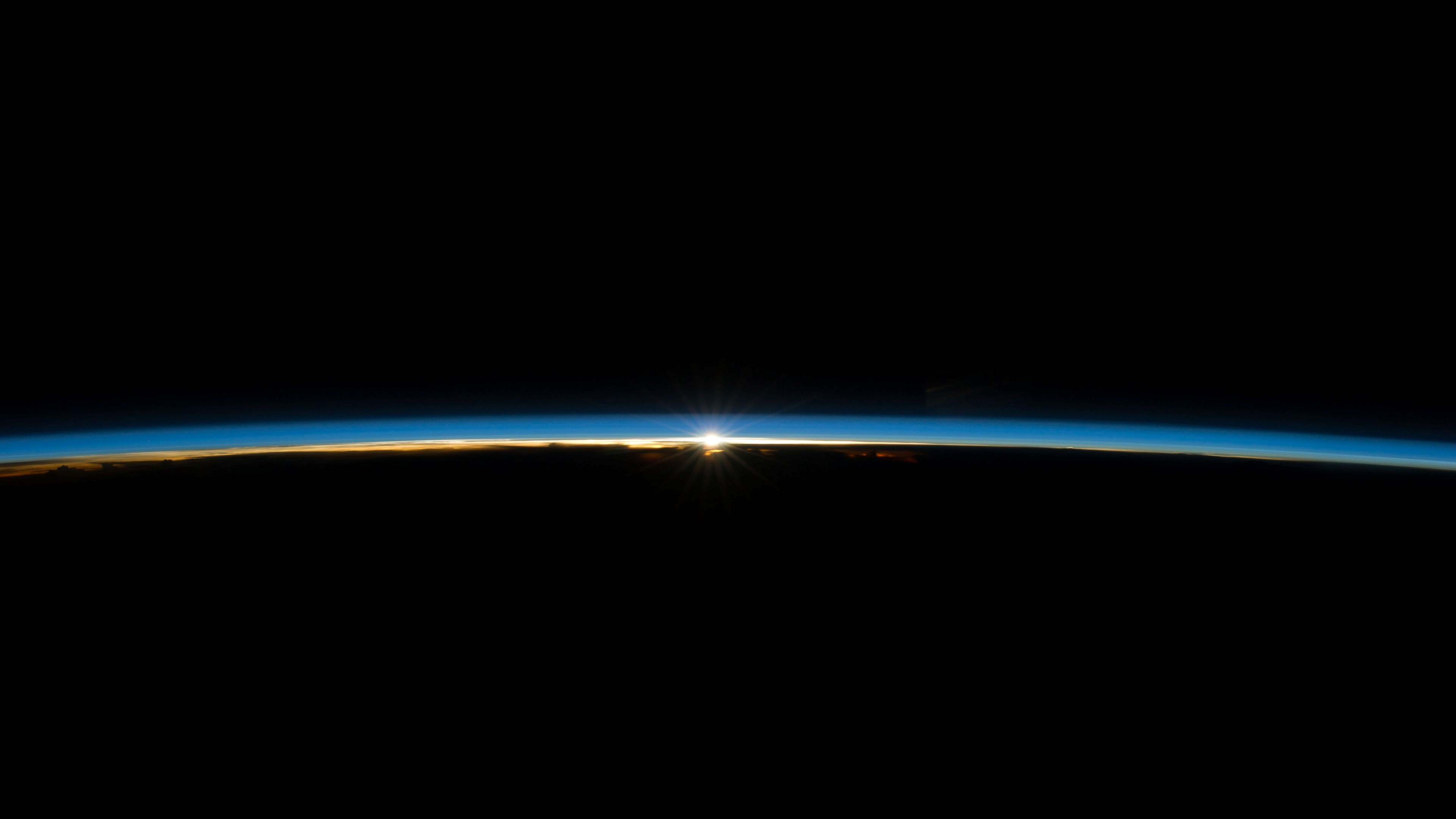 Earth's atmosphere 3840x2160.jpg