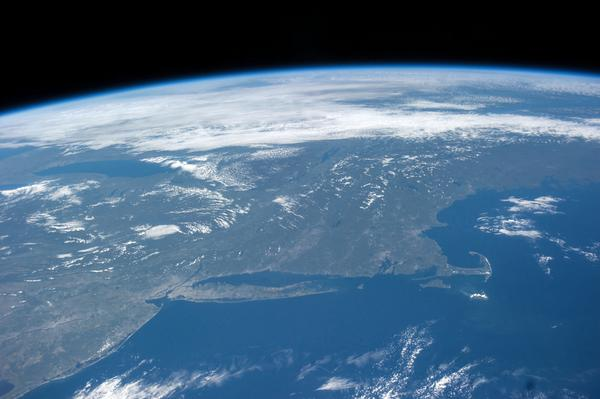 Earth edge the thin blue line of the Earth's atmosphere Sept 2014.jpg