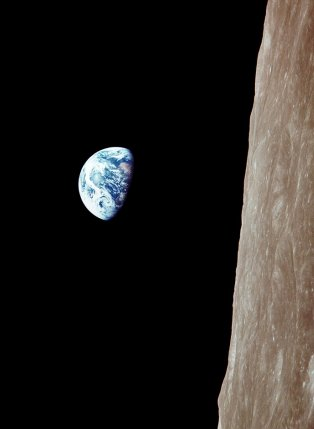 Earthrise, the way Anders saw it.jpg