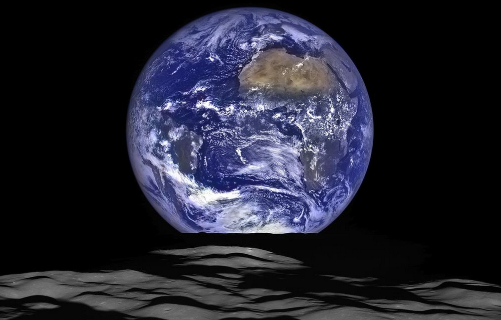 Earthrise2015.png