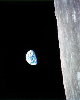 Earthrise vertical-fromApollo s.jpg