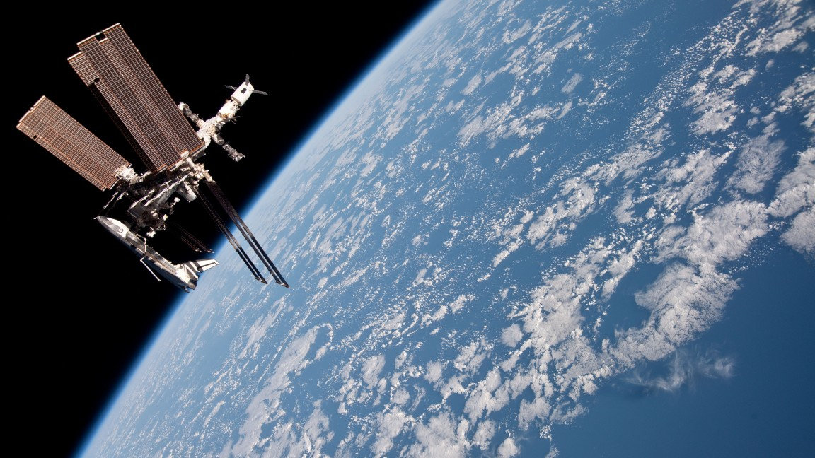 Earthview ISS Shuttle.jpg