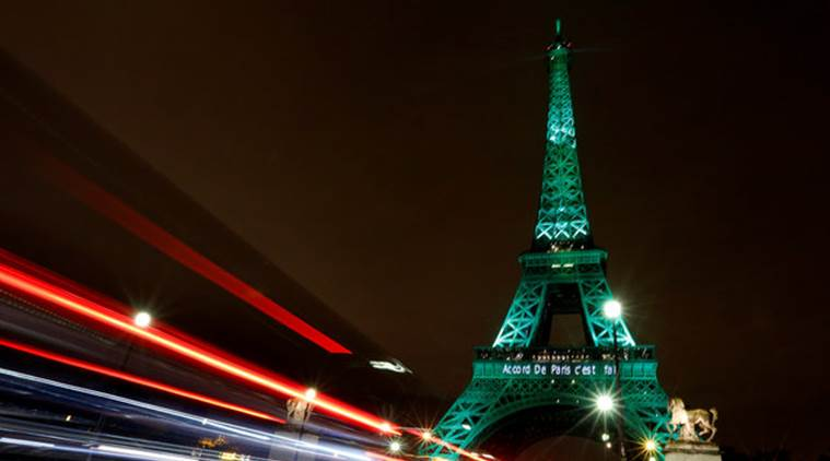 Eiffel tower green.jpg