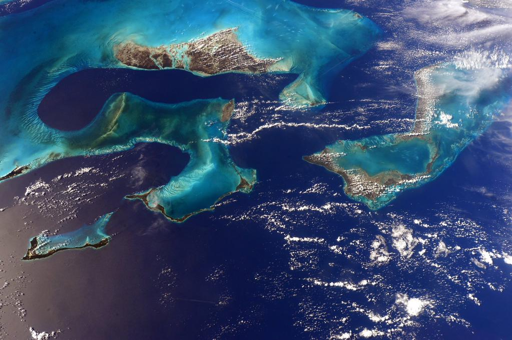 Fly over Florida to the Bahamas AstroSamantha Dec23,2014.jpg