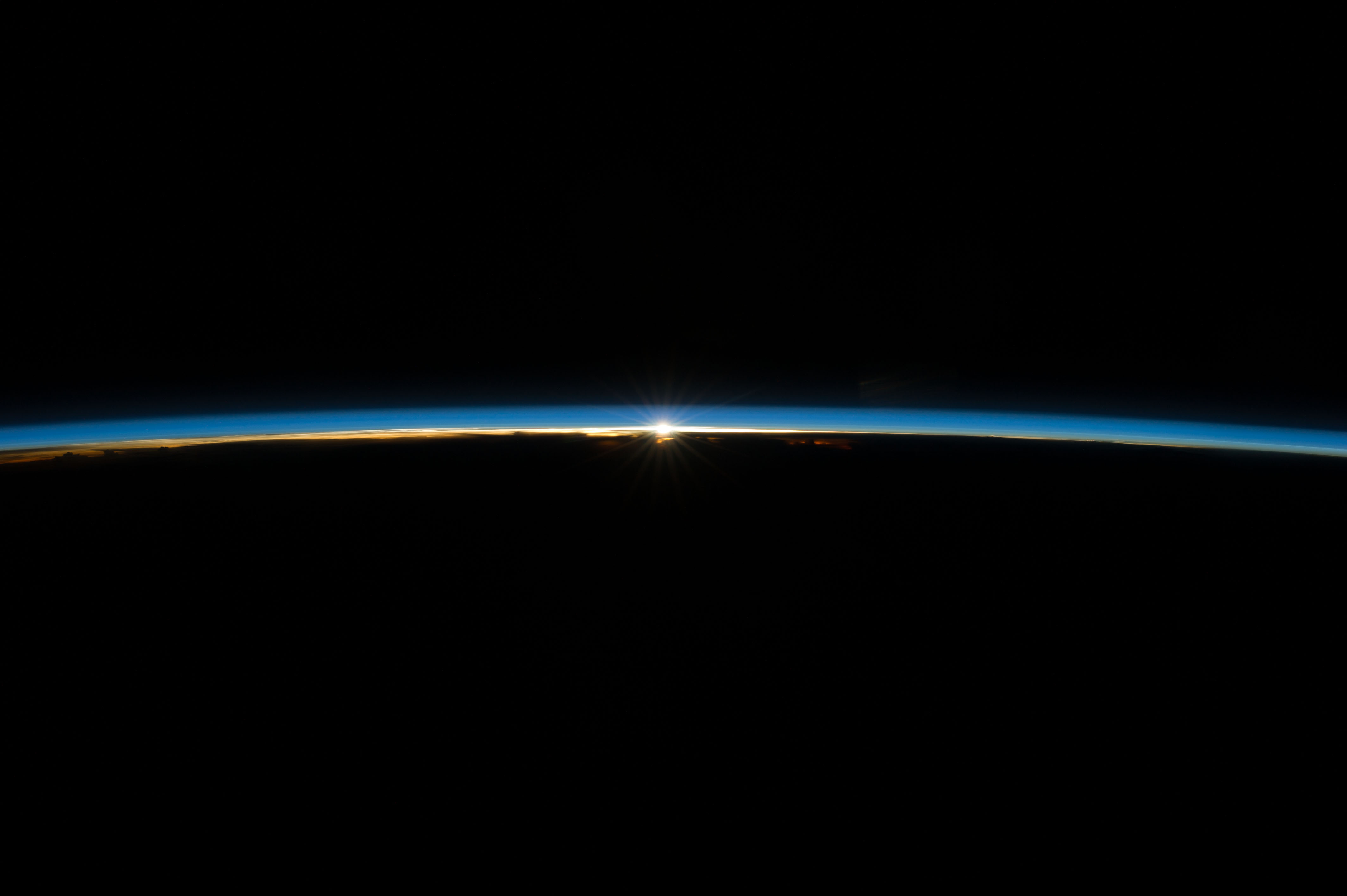 ISS 040e008179 earth's atmosphere l.jpg