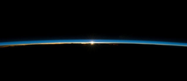 Iss040e008179 earth's atmosphere .jpg