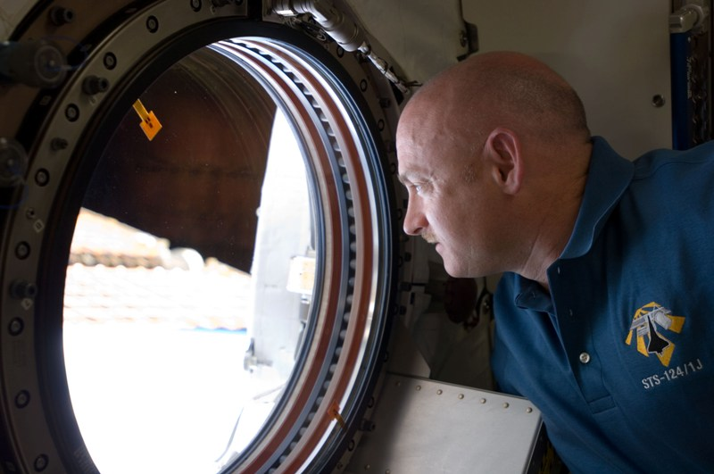 Mark Kelly in space.jpg