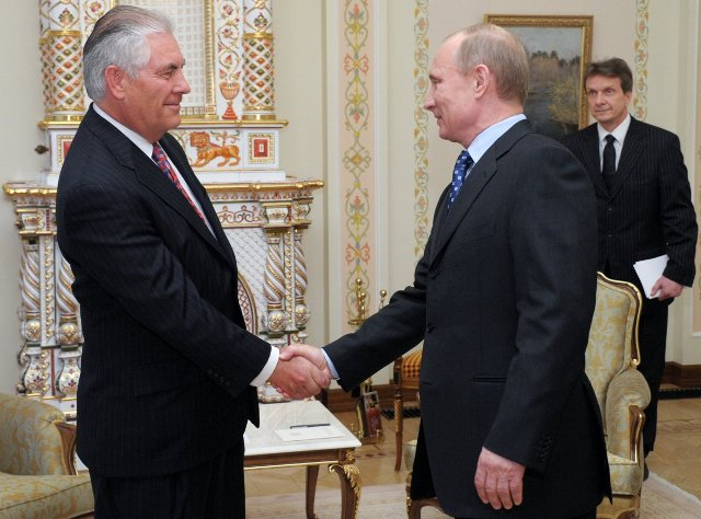 Putin-shakes-hands-with-tillerson-april-16-2012.jpg