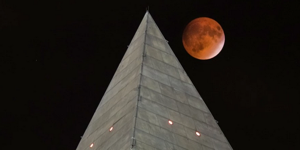 Supermoon over Washington Monument photo by J.David Ake.png